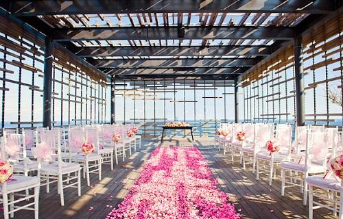 alila cliff edge wedding by balifortwo.jpg