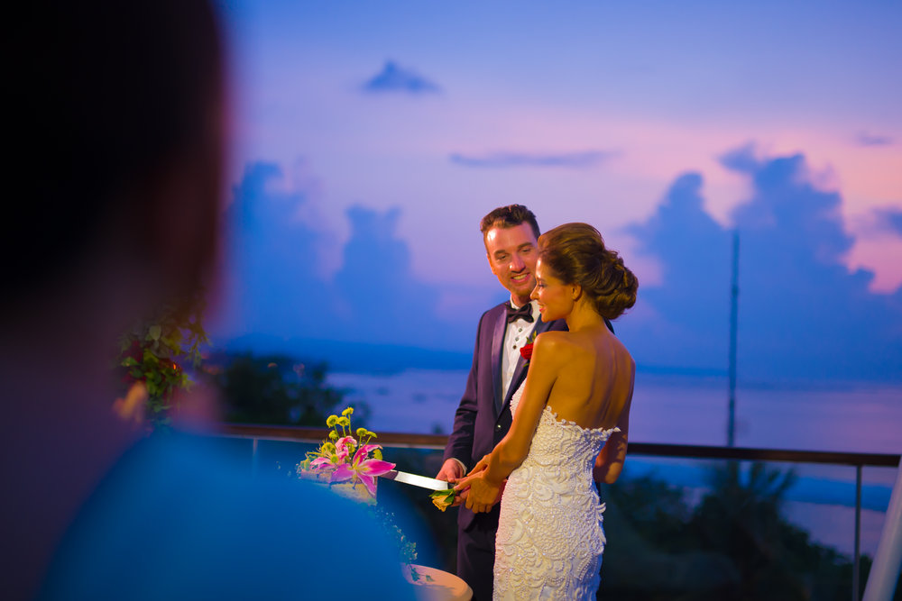 Sheraton Bali - Bene Rooftop - Couple with wedding cake.jpg