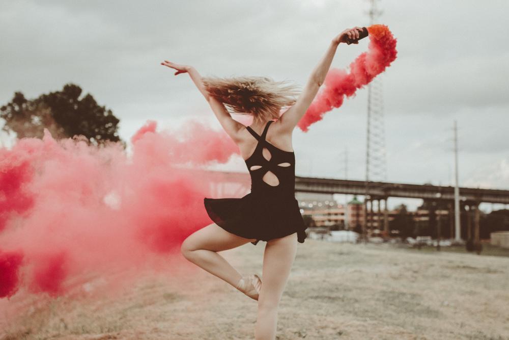 Lifestyle dancer portrait Smoke bomb