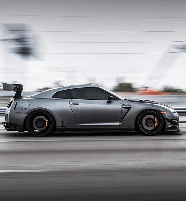 Storm Roller coming through by 📸 @kfletchphotography  #gtrskyline #gtr35 #e85 #miami #305 #digitalmarketing #facebookads #canon6d #tdmshq #accuair #horsepower #turbo #awd #rolling #carwrap #ecutek #carbonfiber