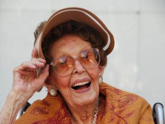 Via nprfreshair :      lookhigh :      Helen Reichert, 109, likes chocolate truffles and drinks Budweiser. She's also adept at moving on after life throws her curve balls.     Want To Live To 100? Try To Bounce Back From Stress: NPR      All I have to say is this: daily deadlines = stress.