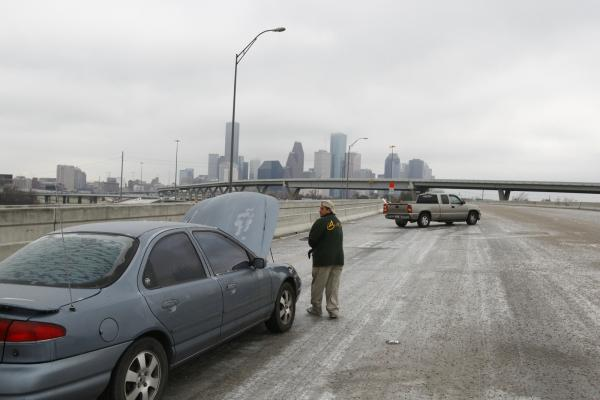 Today in Houston news: A winter storm brought ice to Houston overnight.    (via  Houston's Winter Storm - February 2011 - Chron.com ; photo:  Michael Paulsen)