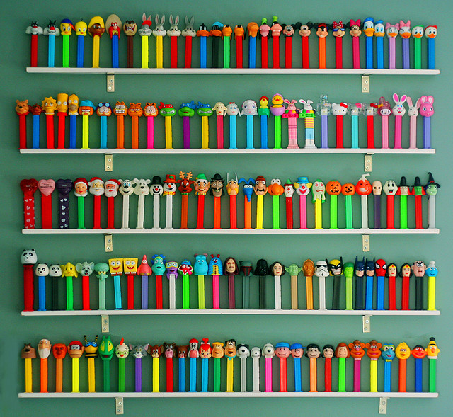 Via  thingsorganizedneatly :     PEZ DISPENSER COLLECTION