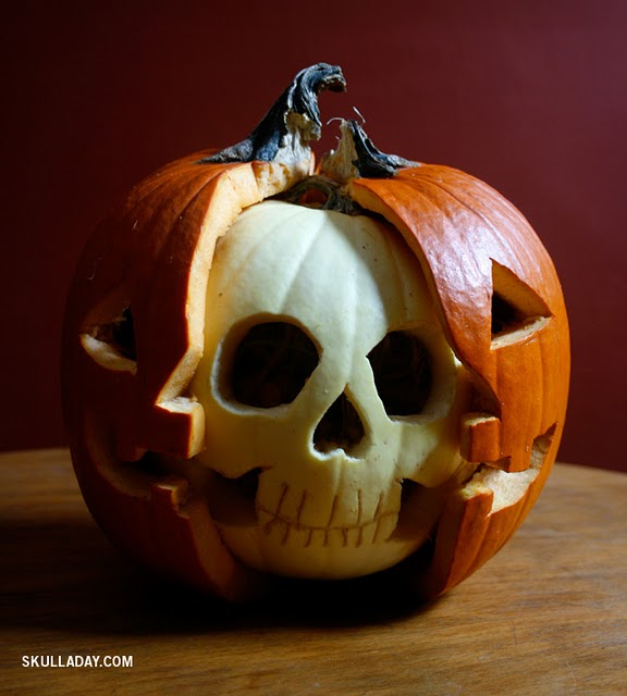 Via jennydeluxe :      nevver :      Skull a Day      tyte.     Best. Pumpkin(s). Ever.
