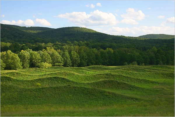 Via   ummhello :     Storm King Wavefield – Maya Lin     Art crush-of-the-day.   Storm King is high on the must-make-a-pilgrimage-to list.