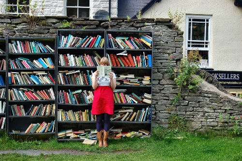 "Via bobulate: Located in the grounds of Hay Castle, Wales is the Honesty Bookshop, a 24-hour open air bookshop where people select books and post the money for them through a small letterbox. Hardbacks at 50p and paperbacks at 30p. The Castle is at Hay-on-Wye, the ""town of books,"" so much so that according to my guidebook ""if you don't like books, you should certainly avoid Hay-on-Wye."" If you're of the sort who does, however, be sure to make it out for the Hay Festival of Literature and Arts. (thx, adam) Bookshelf-of-the-week selection."
