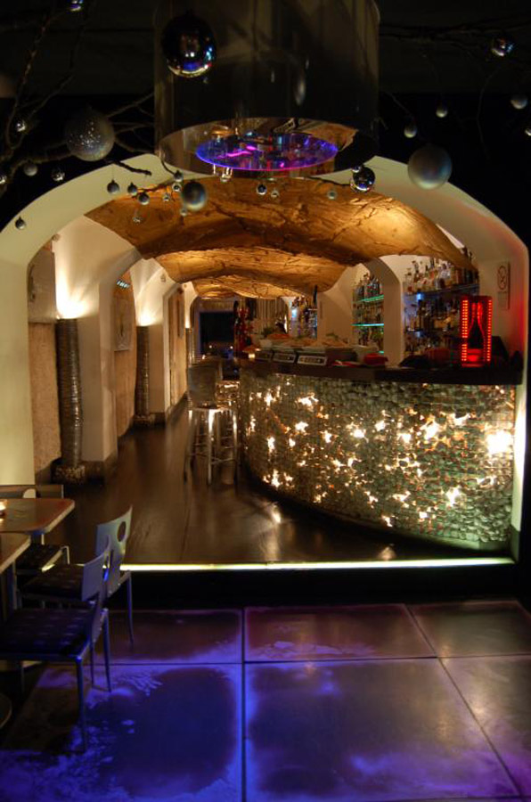 2-Fluid-Wine-Cocktail-Bar-Rome.jpg