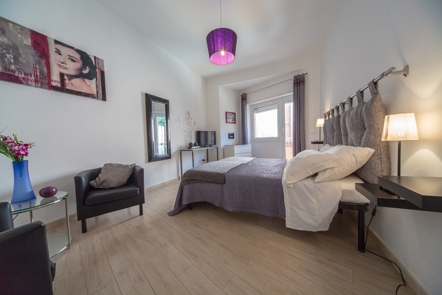 1-Violet-Apartment-Rome-Vatican-Booking-Award-Purple-Home.jpg