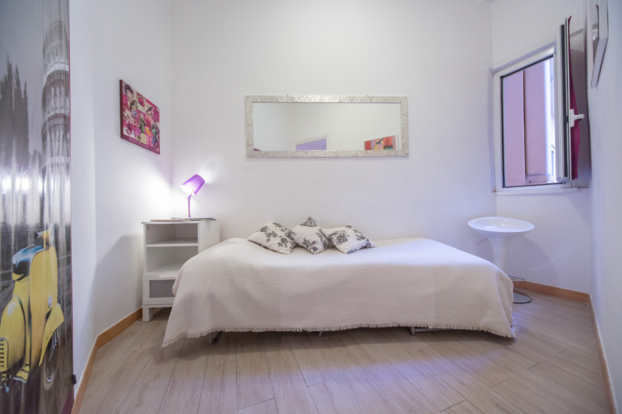 6-Violet-Apartment-Rome-Vatican-Booking-Award-Purple-Home.jpg