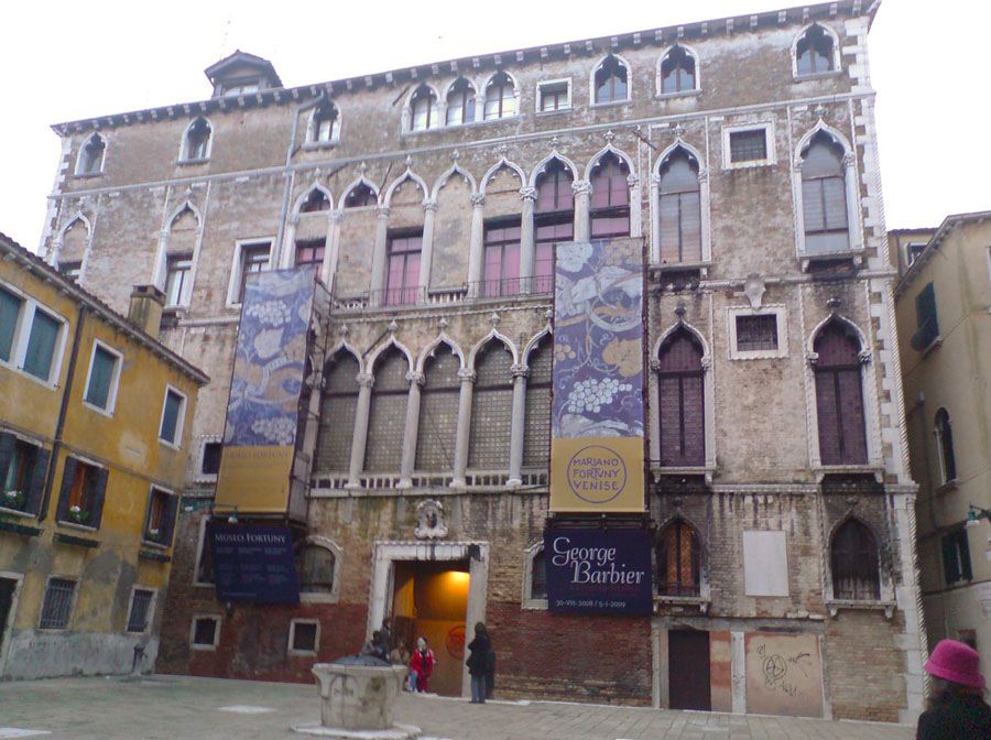 8-Venice-Women-s-Day-2016-Visit-Palazzo-Fortuny-Museum-Purple-Home-News.jpg