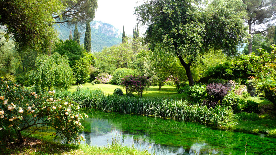 7-Garden-of-Ninfa-most-romantic-botanical-garden-Italy-Rome-Purple-Home-News.jpg
