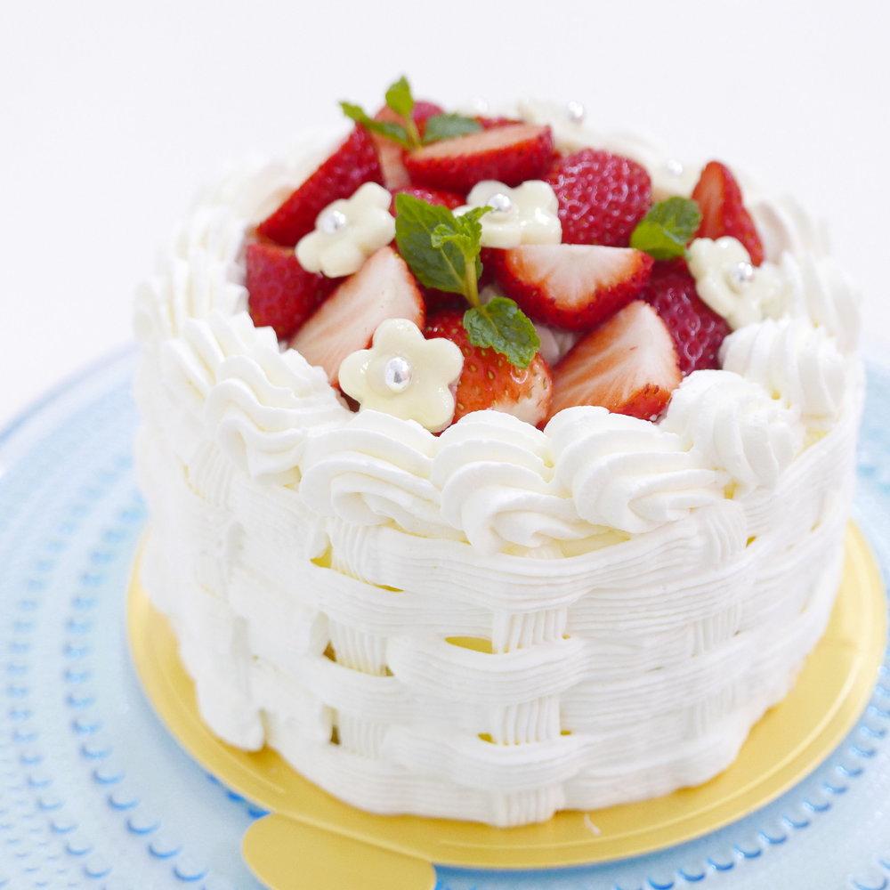 バスケット絞りのデコレーションケーキ