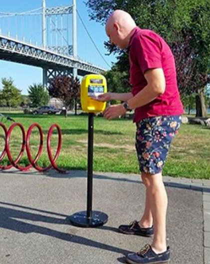 @RandallsIsland: Check out our very own Deputy Administrator of Randall's Island Park using one of the newly installed sunscreen dispensers that can be found throughout the Island!