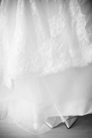 Hong Kong wedding bride wedding shoes under dress
