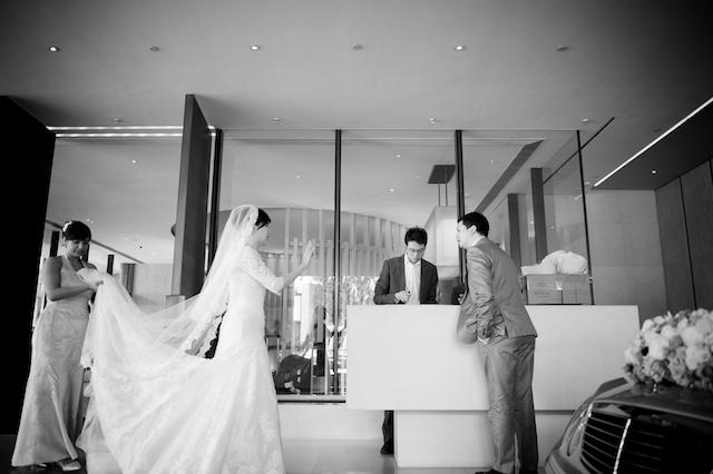 Hong Kong wedding bride leaving to chapel