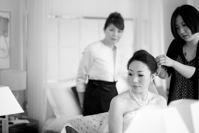 japanese bridesmaid wedding morning prep B&W with mother