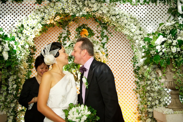 Hong Kong wedding bride groom first kiss marriage alter hullett house
