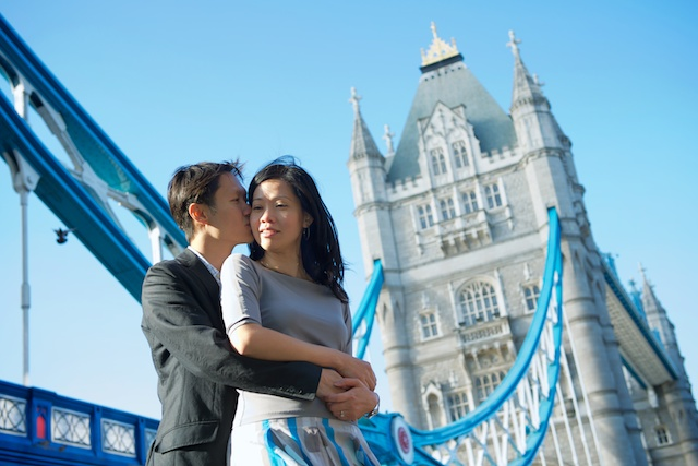 London-couple-pre-wedding-engagement-session-on-location-bridge-portraits