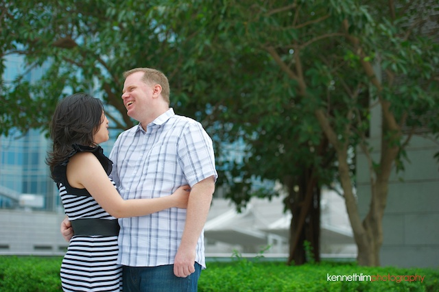 Hong-Kong-engagement-session-portraits-couple-ifc-mall-rooftop-outdoor-groom-bride-hugging