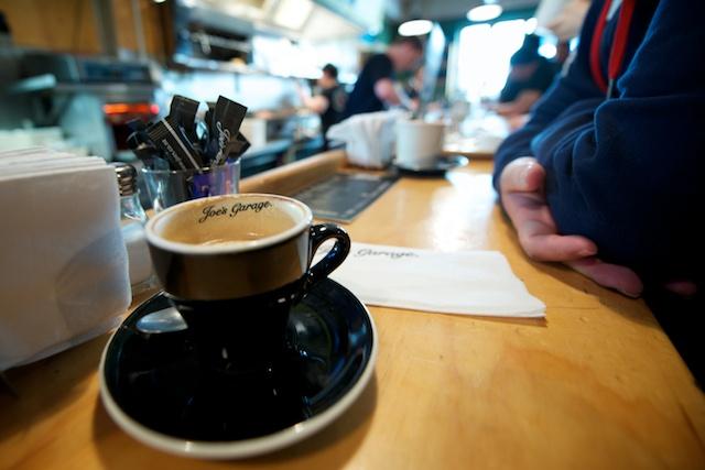 queenstown-new-zealand–pokerstars-snowfest-poker-tournament-coffee-cappuccino-joes-garage