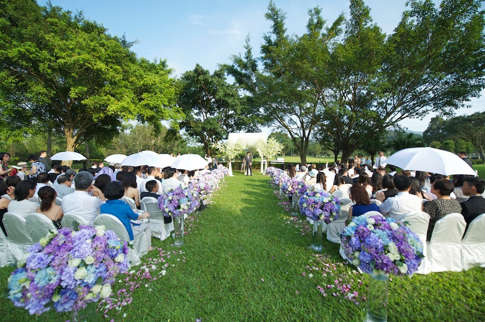 Hong Kong Beas River Country Club wedding photography ceremony on lawn