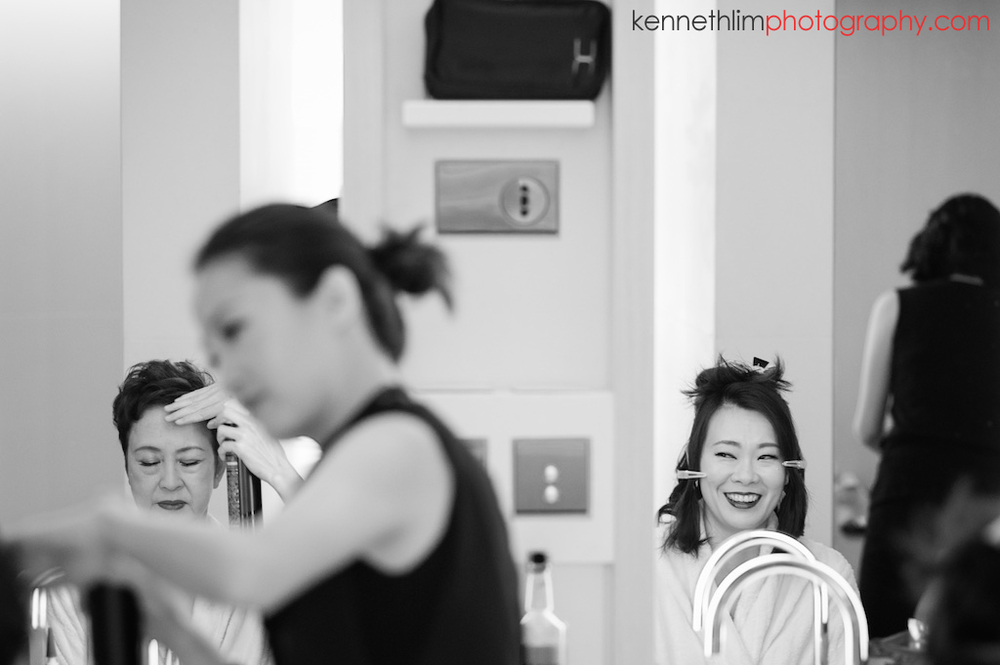 Hong Kong Upper House Admiralty wedding day photography big day wedding morning bride and mother getting ready with make up