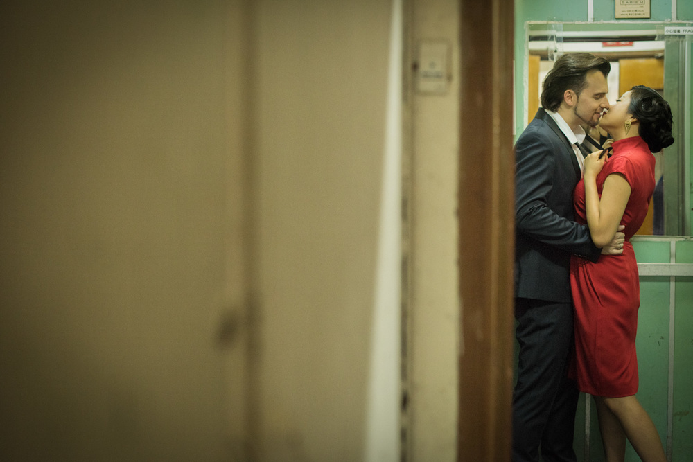 hong-kong-pre-wedding-engagement-photographer-couple-kissing-in-elevator-north-point.jpg