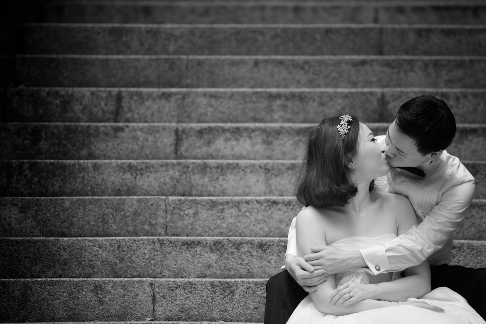 hong-kong-pre-wedding-photographer-couple-sitting-on-steps-kissing-black-and-white-central.jpg
