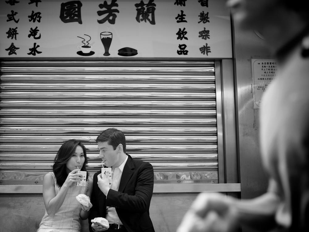 hong-kong-pre-wedding-engagement-photographer-couple-eating-egg-tart-soho-central.jpg