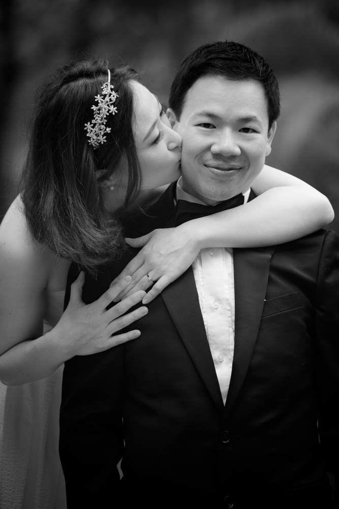 hong-kong-pre-wedding-photographer-couple-kissing-close-up-black-and-white.jpg