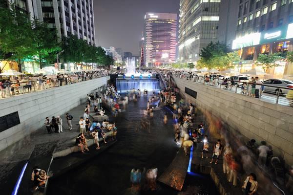 Urban-Freeway-Removal_The-ChonGae-Canal.-Photo-credit-Taeoh-Kim.jpg