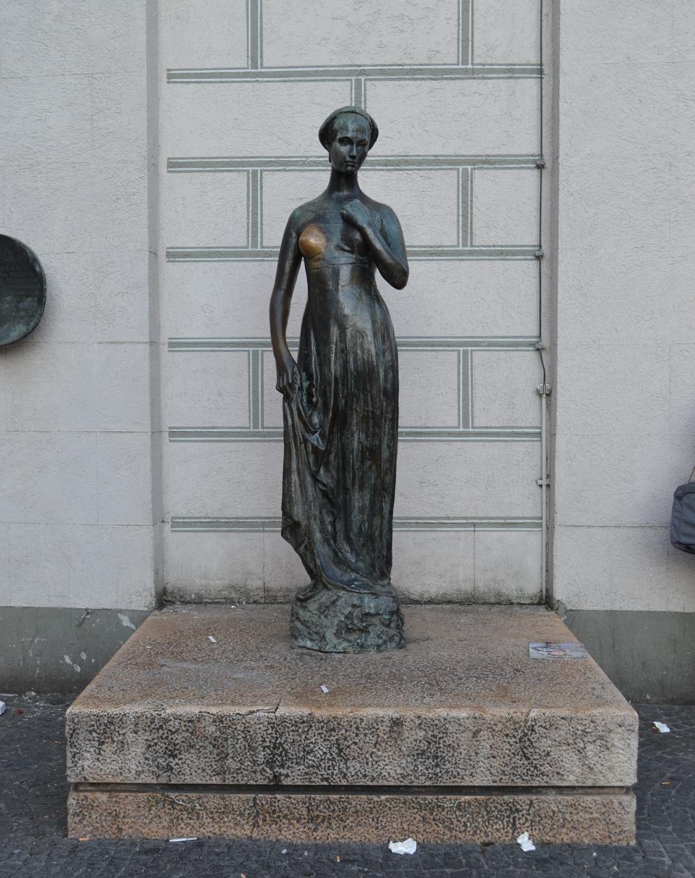 woman-statue-munich