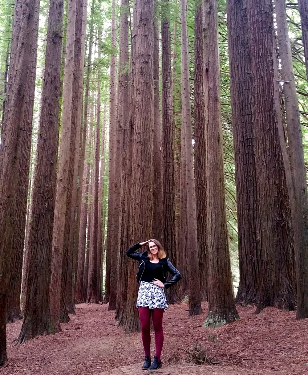 california-redwoods-red-tights-black-boots