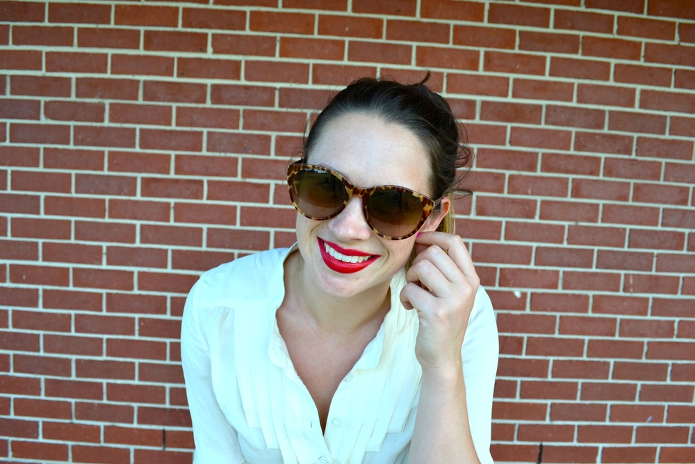close-up-girl-oroton-sunglasses-red-lips