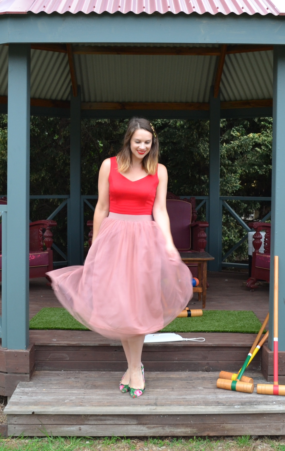 red-dress-pale-pink-tulle-midi-skirt