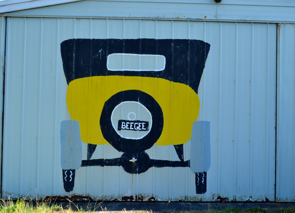 beegee-old-car-wall-phillip-island