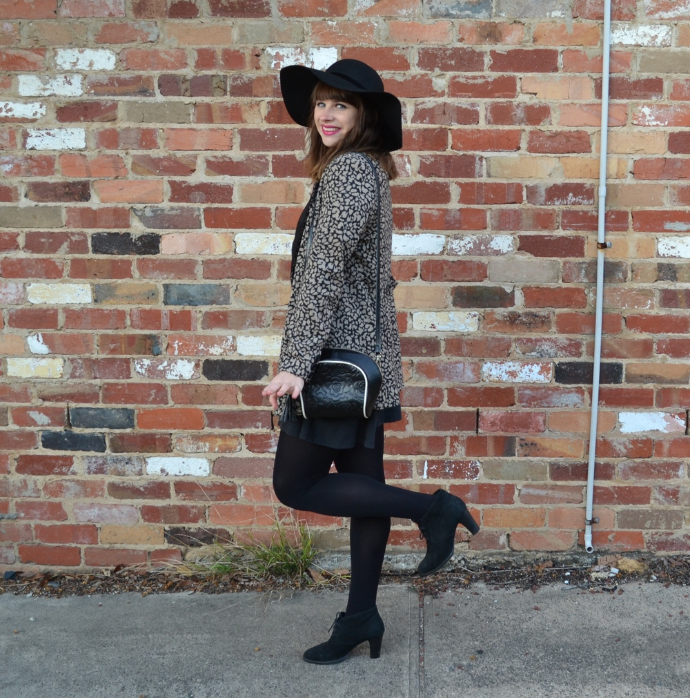winter-coat-patterned-black-felt-hat