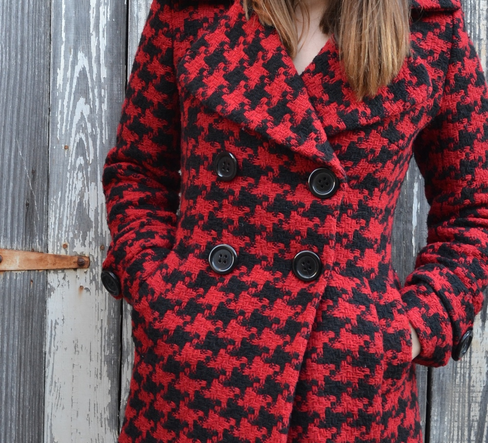 red-houndstooth-coat