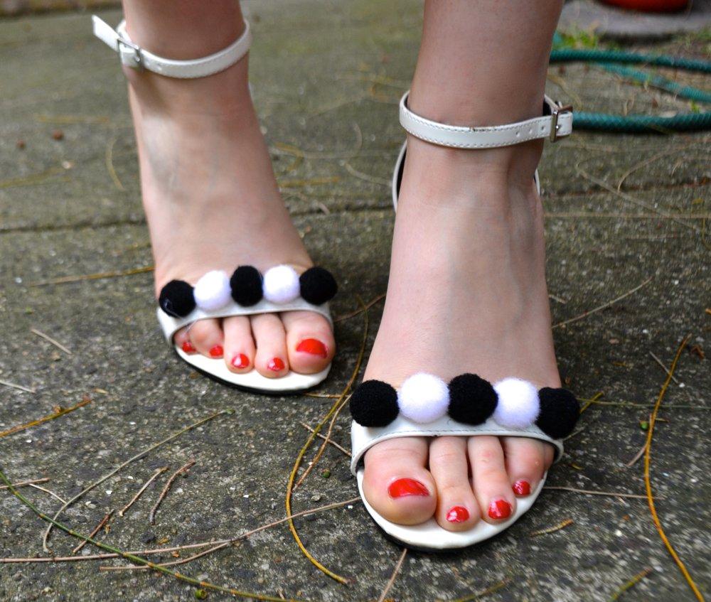 pom-pom-sandals-summer