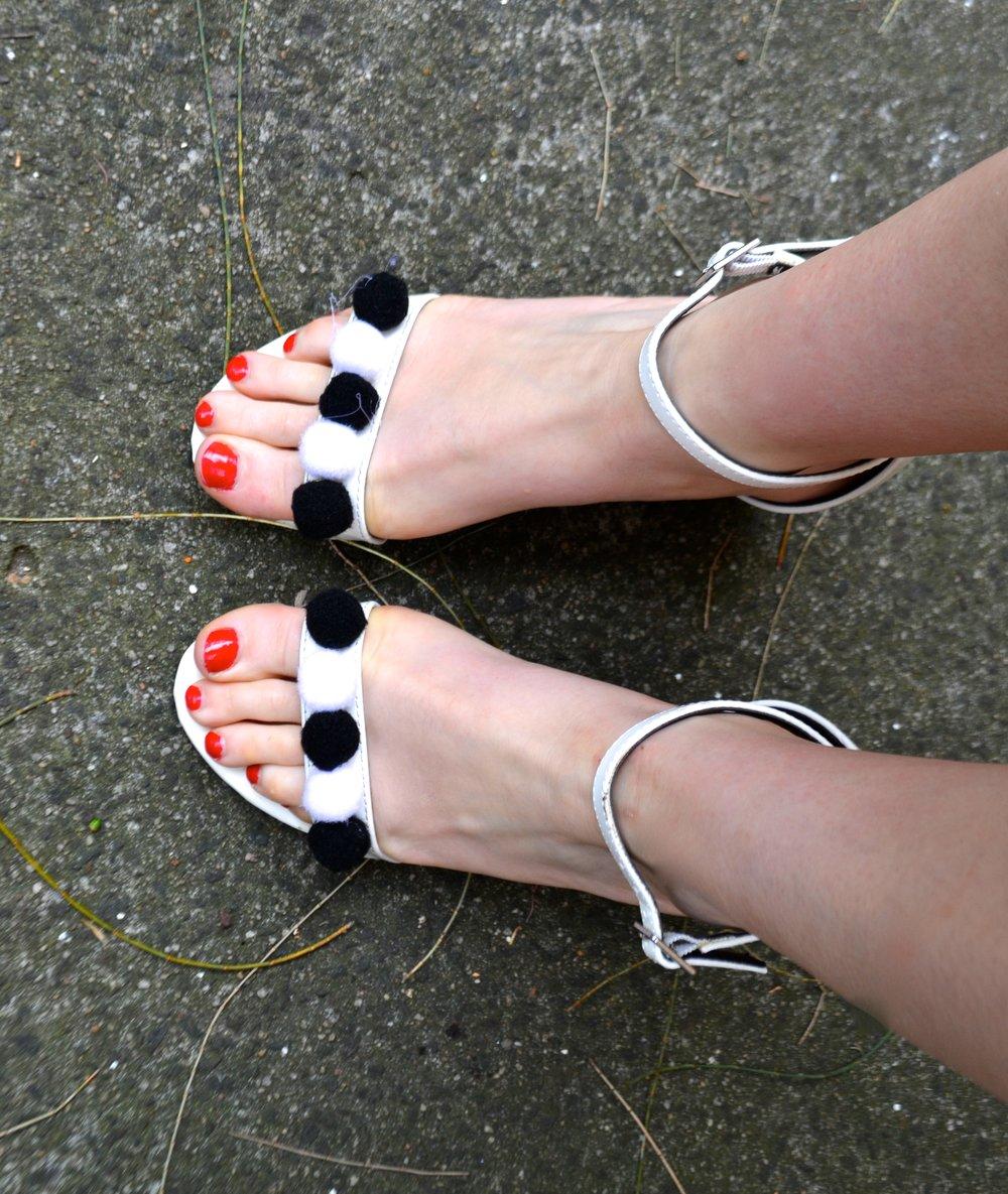 pom-pom-heels-diy