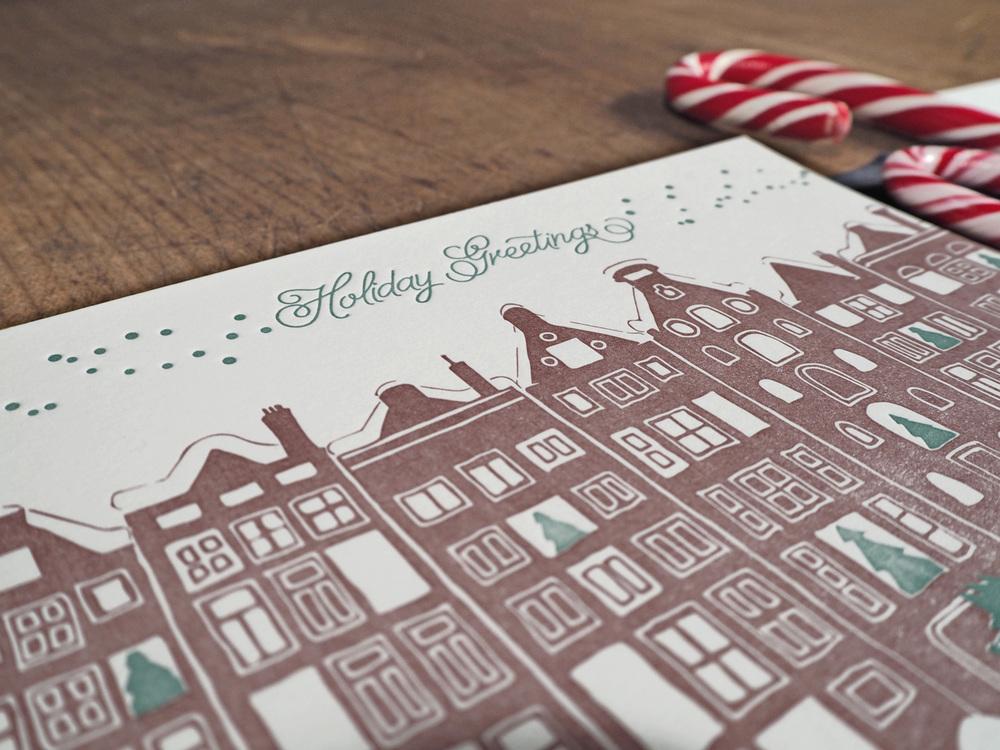 Letterpress Weihnachtskarte mit verschneiter Stadt