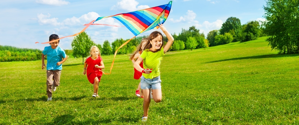 kids-playing-kite.jpg