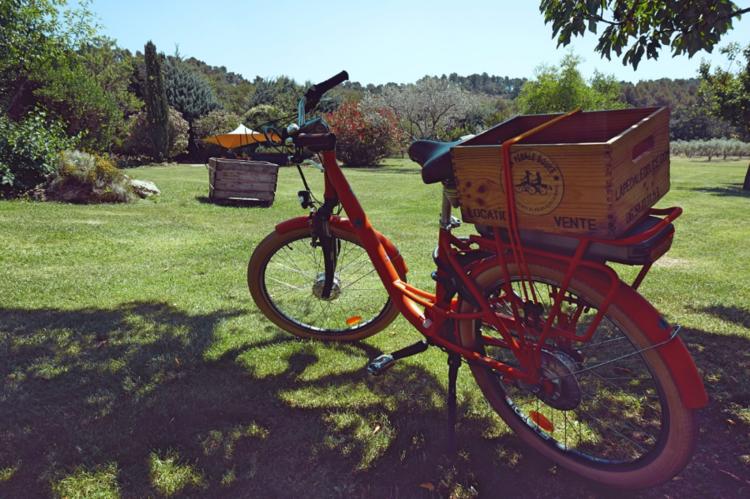 Profitez de votre séjour à l'Auberge de la Feniere pour louer un vélo semi - électrique qui vous portera où bon vous semble.