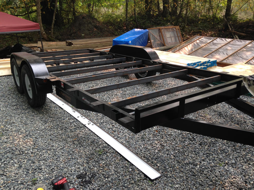 The additional flanges along the sides of the trailer allow us to build to the maximum allowable width.