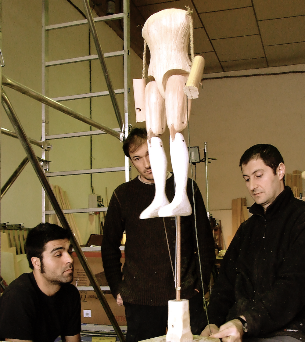 Jesús Caballero (left) constructing a puppet for the  máquina real . Photo courtesy of Luis Caballero.