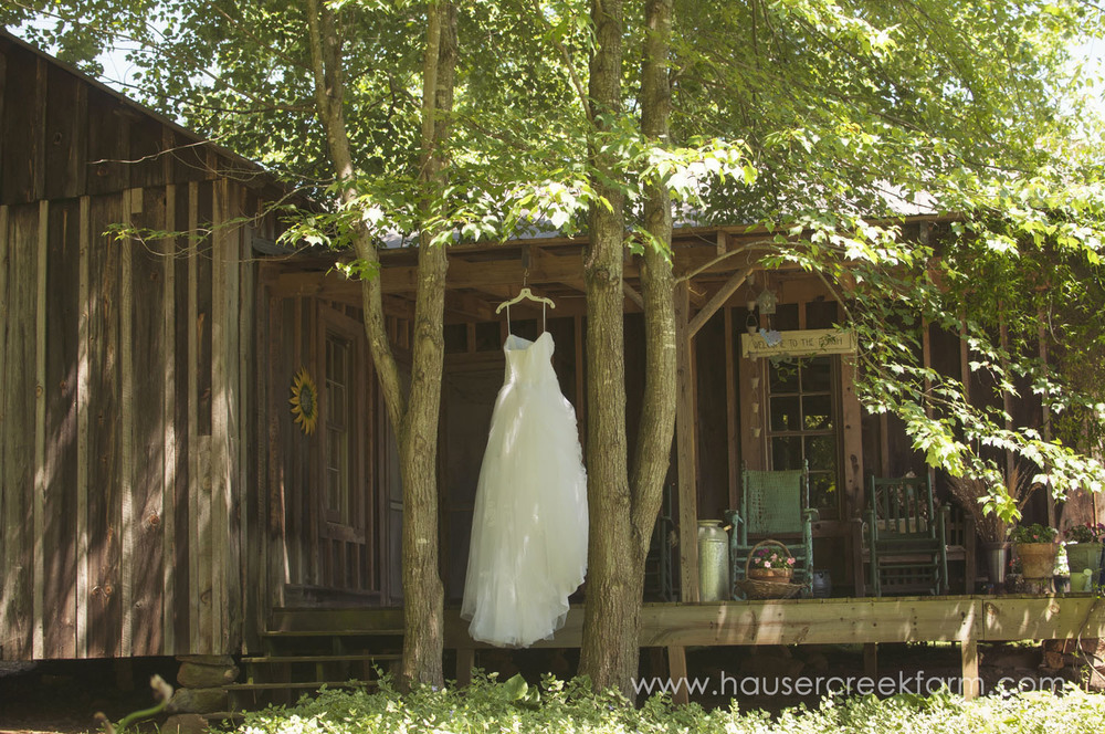 wedding-gown-on-rustic-porch-at-hauser-creek-farm-a-photo-by-ashley-0005.jpg