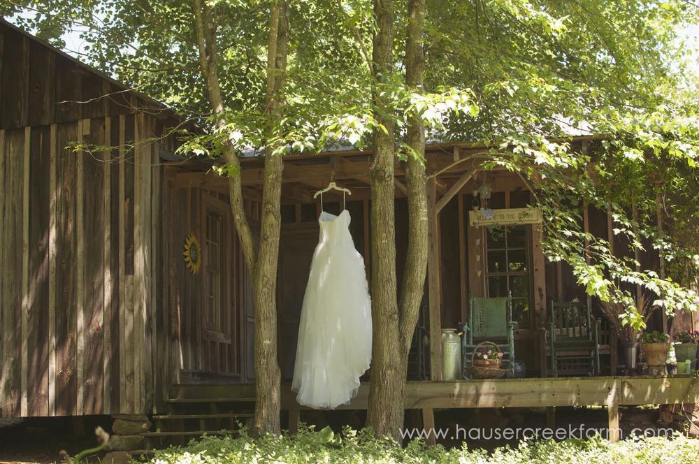 wedding-gown-on-rustic-porch-at-hauser-creek-farm-a-photo-by-ashley-0005.jpg