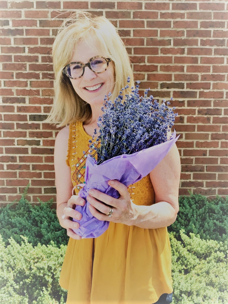alethea-segal-holding-a-bundle-of-lavender-from-hauser-creek-farm-IMG_4805.jpg
