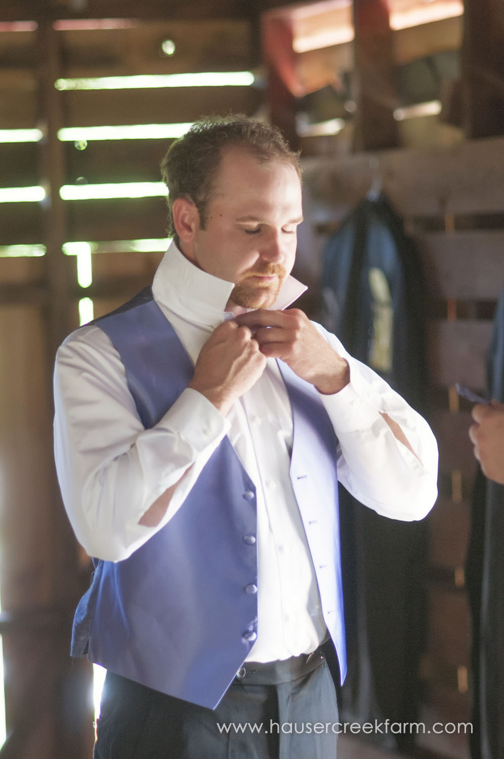 groom-dressing-for-farm-wedding-a-photo-by-ashley-0310.jpg