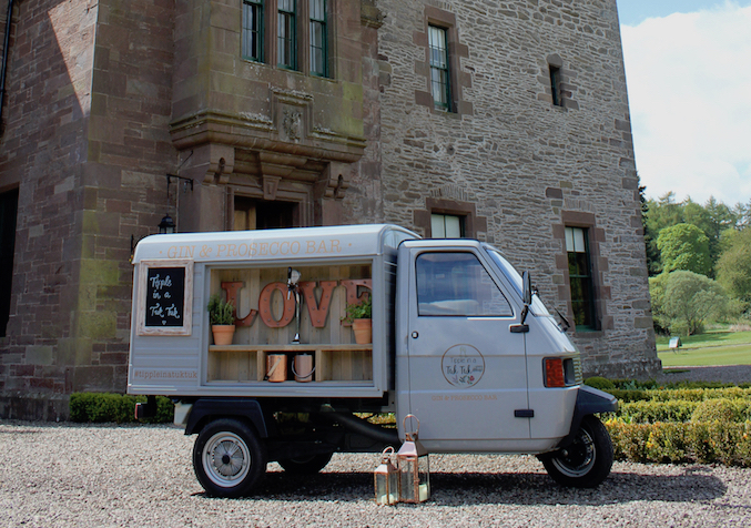 gin-and-prosecco-van-guthrie-castle